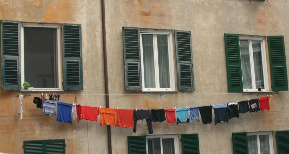 Italian Laundry - Street Art