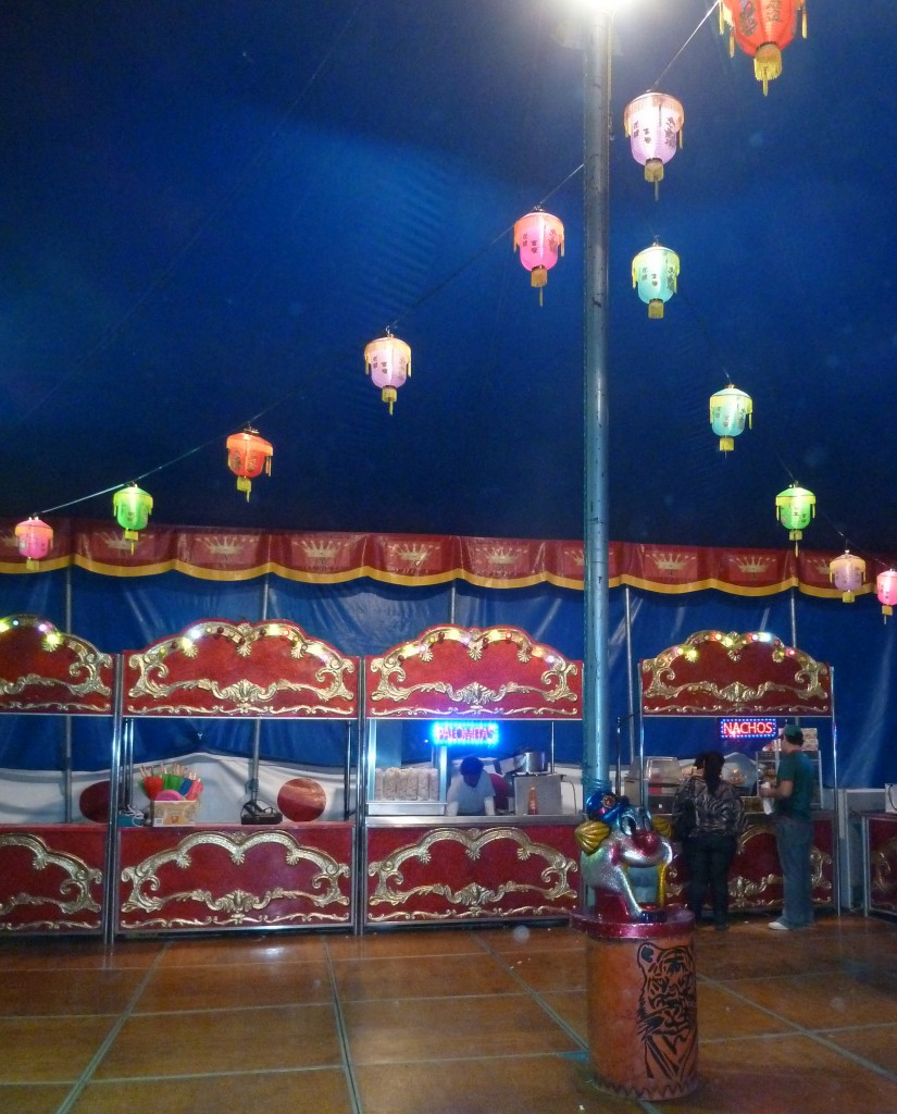 Chinese circus from Peking in Zihuantanejo, Mexico!