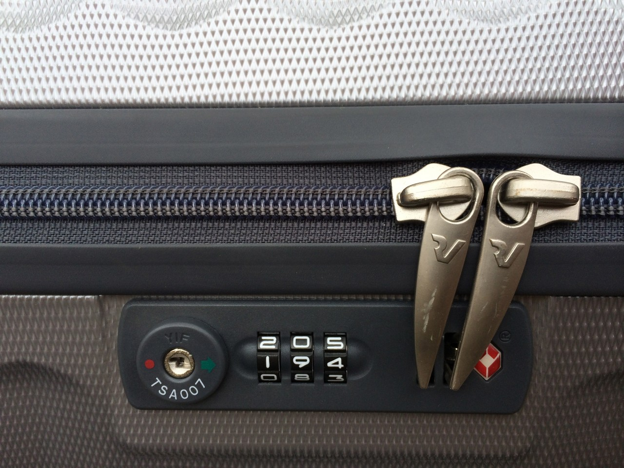 Roncato Luggage Locking System