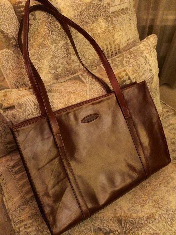 Rivara leather shoulder bag from Maxwell Scott
