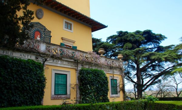 Come along with me while I visit one of the best places to go in Italy. It is not every day you get to meet royalty: The Strozzi family estate.