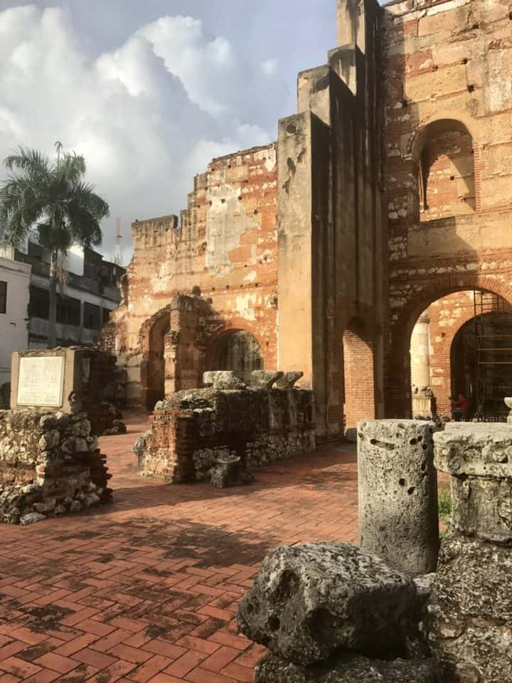 Come along with me as I wander the streets of Santo Domingo and introduce you to Dominican culture and Dominican Republic things to do.