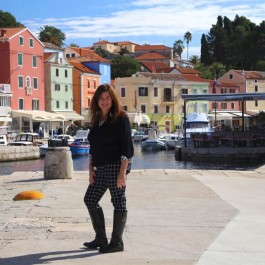 Croatia island hopping: Come with me and sail Croatia, where I found the perfect Croatia vacation for you to enjoy your European holiday!