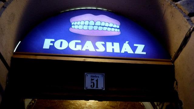 pub crawl Budapest, ruin pub Budapest, Budapest bars, Budapest clubs, best bars in Budapest, Budapest nightlife, ruin bars Budapest
