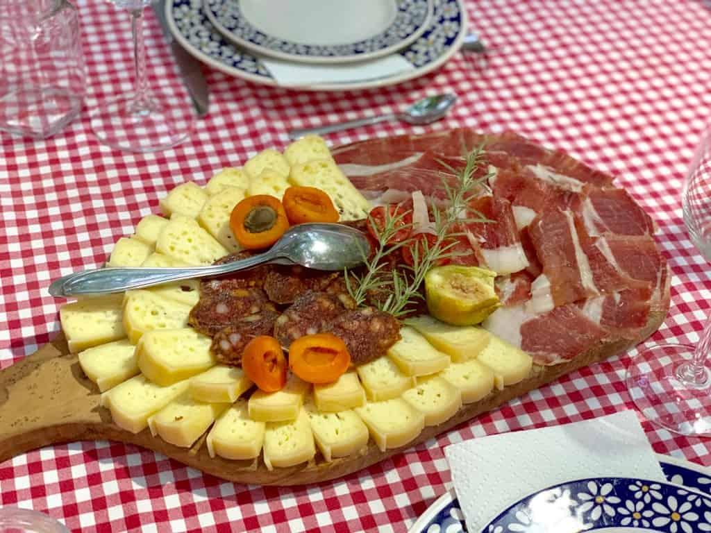Dubrovnik city center, Dubrovnik food, Croatian food, Croatian cuisine, Croatian desserts #CroatianFood #CroatianDesserts #DubrovnikFood
