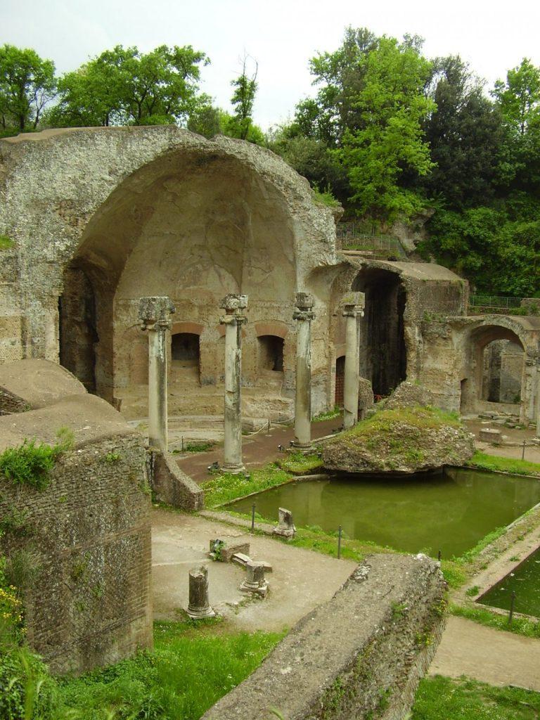 Hadrian_villa_ruins in Rome Italy